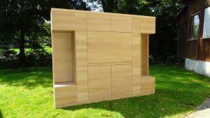<ul>    <li>Wohnzimmerschrank 6-türig und Schreibtischklappe</li>    <li>Oberfläche: Eiche Naturholzeffektlack</li>    <li>Maße: ca. 240 x 204 x 45 (B x H x T)</li>    <li>Holzart: Eiche massiv - Rückwand Sperrholz</li></ul>