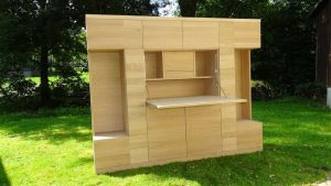 <ul><li>Wohnzimmerschrank 6-türig mit geöffneter Schreibtischklappe</li>   <li> Oberfläche: Eiche Naturholzeffektlack</li>   <li> Maße: ca. 240 x 204 x 45 (B x H x T)</li>   <li> Holzart: Eiche massiv - Rückwand Sperrholz</li></ul>