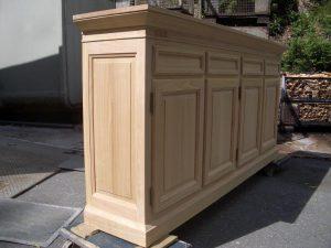 <ul>   <li> Hochanrichte, Außenseiten und 4 Türen in Rahmen und Füllung 4 Schubkästen gezinkt</li>    <li>Oberfläche: matt lackiert</li>    <li>Maße: ca. 207 x 110 x 48 (B x H x T)</li>    <li>Holzart: massiv</li></ul>